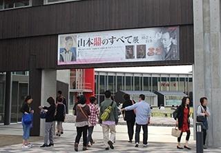 ■美術館大門(防水布:寬5m×高1.2m)