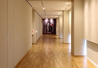 ■第一展出室的入口(聚氯乙烯:寬2.5m×高3m)