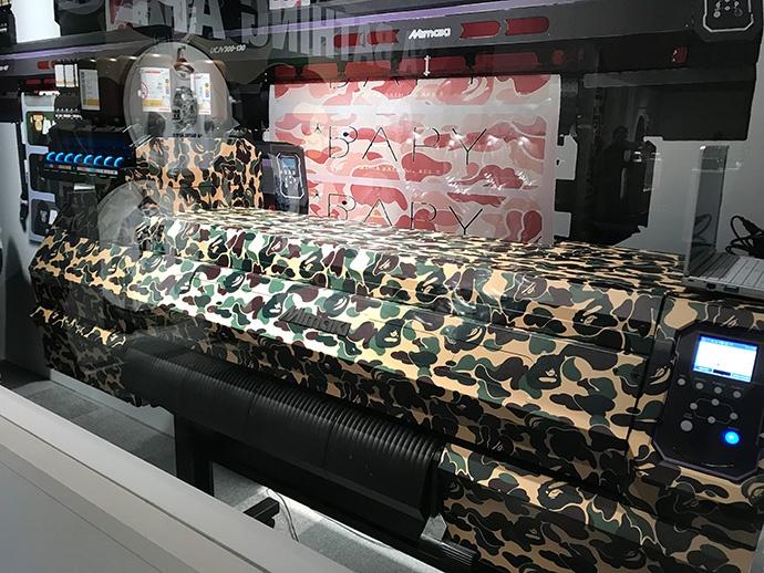 「UCJV300-75」也使用代表品牌的迷彩花紋包膜裝飾。