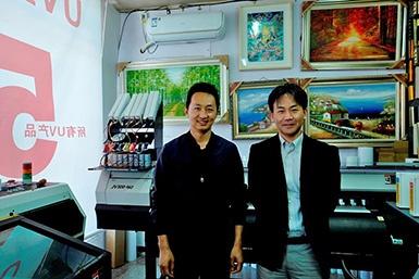 北京雲潔志誠經貿有限公司:劉經理(左)